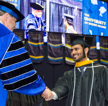 graduate student shaking hands with President Dooley