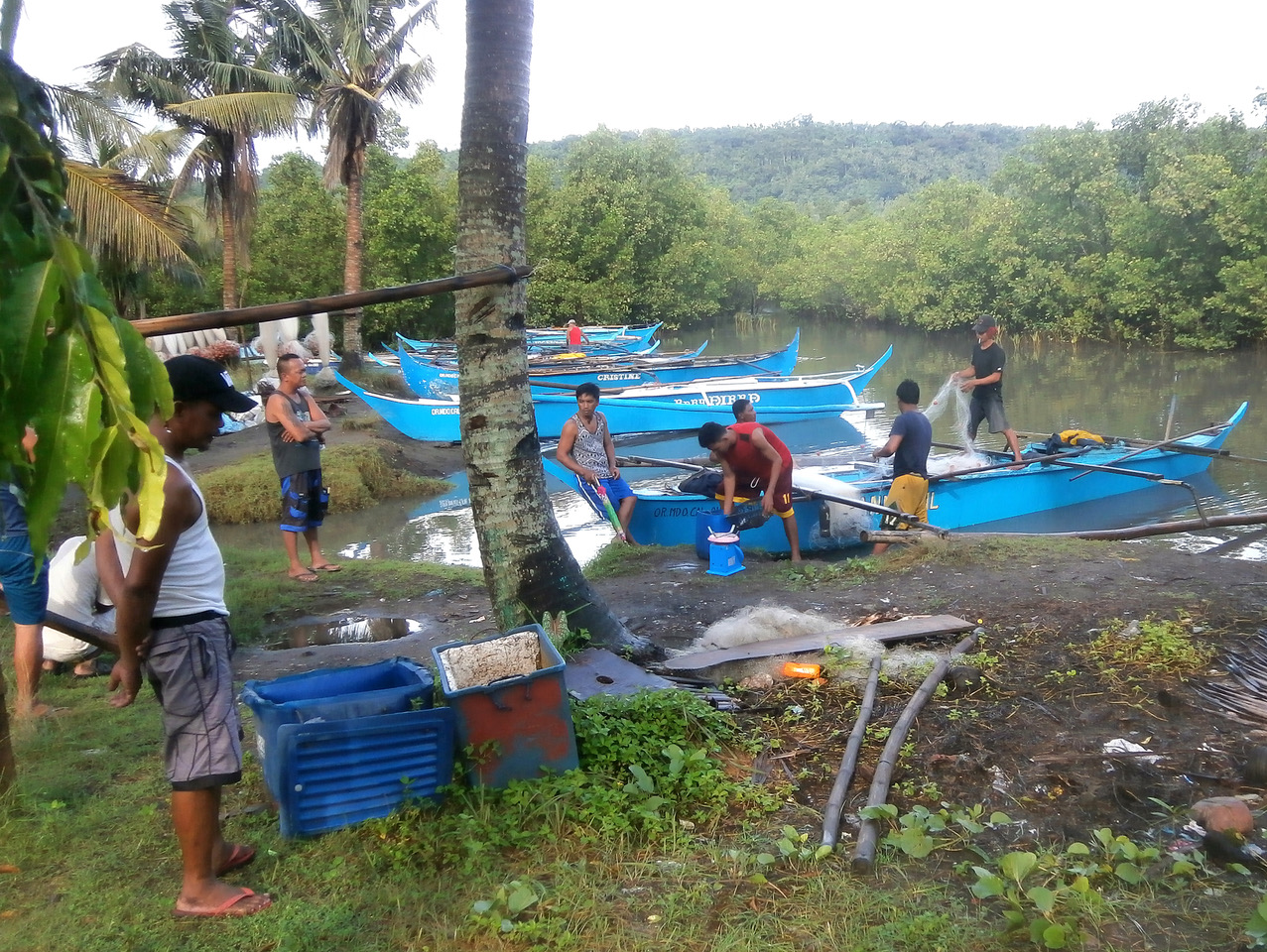 Fish Right will work closely with coastal communities—like these artisanal fishermen—to improve livelihoods by building sustainable fisheries. Photo courtesy of CRC.